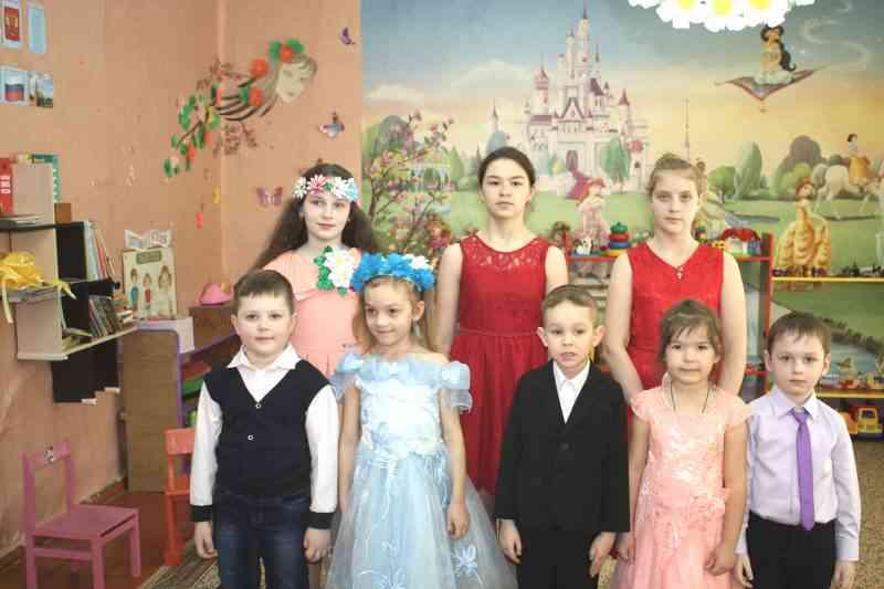 8 марта со школьницами